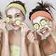 Dos mascarillas faciales para hacer en casa junto a tus amigas